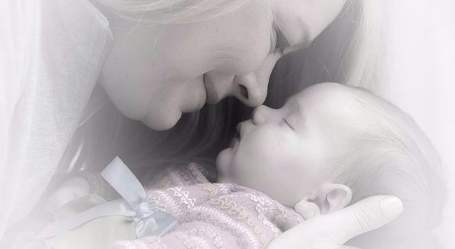 Mamma myser med sin bebis